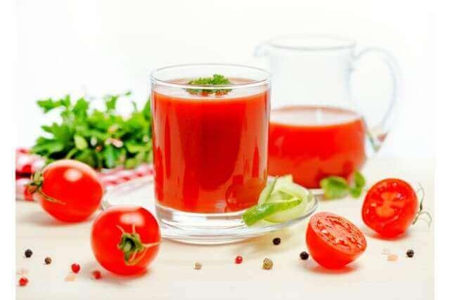 女性にうれしくおいしいトマトスムージーと豆乳スムージーレシピ